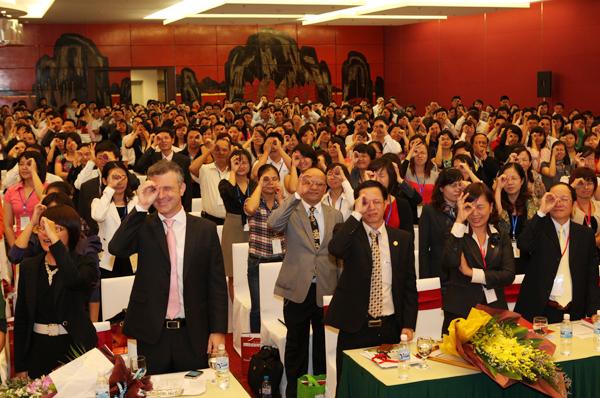 """Kế tiếp thành công của Vietnam HRDay 2009, 2010, 2011, Vietnam HRDay 2012 tiếp tục được tổ chức tại Hà Nội và TP Hồ Chí Minh vào 14/10 và 21/10/2012 với chủ đề """"Chất lượng Lãnh đạo Doanh nghiệp Việt""""- HRDay"""